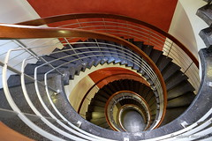 Das Auge der Treppe (Sockenhummel) Tags: treppe treppenhaus fuji steps stairwell stairway staircase architektur spirale stufen escaliers xt10