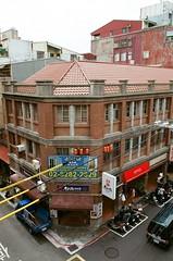 迪化街 (24) (紅色小草) Tags: 迪化街 nikonf3hp 28mmf20 fujifilm400