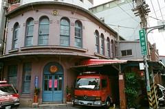 迪化街 (13) (紅色小草) Tags: 迪化街 nikonf3hp 28mmf20 fujifilm400