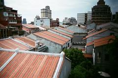 迪化街 (23) (紅色小草) Tags: 迪化街 nikonf3hp 28mmf20 fujifilm400