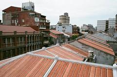 迪化街 (25) (紅色小草) Tags: 迪化街 nikonf3hp 28mmf20 fujifilm400