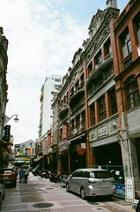 迪化街 (3) (紅色小草) Tags: 迪化街 nikonf3hp 28mmf20 fujifilm400