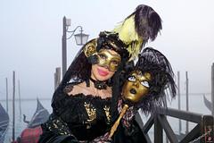 QUINTESSENZA VENEZIANA 2019 825 (aittouarsalain) Tags: venise venezia carnevale carnaval costume masque mask gondole gondola brouillard brume