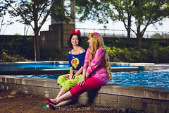 SP_98969 (Patcave) Tags: momocon momocon2019 2019 convention cosplay costumes cosplayers portrait shoot shot canon 5d3 sigma 85mm art f14 lens patcave atlanta georgia world congress center outdoors hot humid aurora ralph breaks internet sleepover disney princess blonde headband fuscia animation movie animated snow white poison apple blue red bow