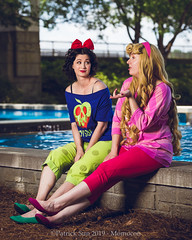 SP_98963 (Patcave) Tags: momocon momocon2019 2019 convention cosplay costumes cosplayers portrait shoot shot canon 5d3 sigma 85mm art f14 lens patcave atlanta georgia world congress center outdoors hot humid aurora ralph breaks internet sleepover disney princess blonde headband fuscia animation movie animated snow white poison apple blue red bow