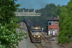 NS Y90 @ Gallitzin, PA (Darryl Rule's Photography) Tags: amtrak cpl cpls dpu eastbound freight freightcar freighttrain freighttrains helpers heritage heritageunit heritageunits intermodal johnstown lilly litepower mixedfreight monongahela ns norfolksouthern pa pc prr passenger passengertrain passengertrains penncentral pennsy pennsylvania pennsylvaniarailroad portage positionsignals railroad railroads signal signalbridge signals summerhill train trains westbound