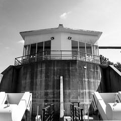 La tour de controle (JulienLec) Tags: canal irrigation technique scp stestèphe