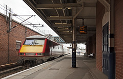 91129 Doncaster 05/06/2019 (Flash_3939) Tags: 91129 bn20 82200 class91 electric locomotive lner londonnortheasternrailway doncaster don ecml eastcoastmainline 10000 station northeastrover rail railway train uk june 2019