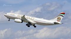 A6-EYG Etihad Airways Airbus A330-243 cn 724 DUS/EDDL (thule100) Tags: a6eyg etihadairways airbusa330243 cn724 dus eddl frankkrause