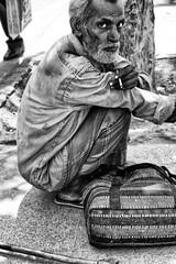 street squatting (Claudia Merighi) Tags: bnbwbwbiancoenero blackandwhitephotos blackandwhiteonly streetphotography street streetphoto fotografiadistrada fotodistrada fotografiacallejera schwarzweisfotos pretoebranco strassenphotografie people man india travel streetdocumentary blancoynegro ricoh claudiamerighi