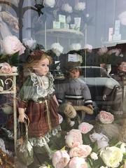 20190610_Laa_010 (Tauralbus) Tags: apotheke pharmacy apothekezumheiligenjosef laa schaufenster