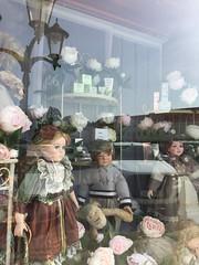 20190610_Laa_009 (Tauralbus) Tags: apotheke pharmacy apothekezumheiligenjosef laa schaufenster