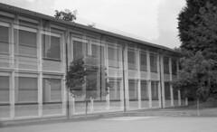 wehrlischulhaus kreuzlingen (tbrtsch) Tags: kodak medalistii 9x6 bw sw analog wehrli schulhaus kreuzlingen 620
