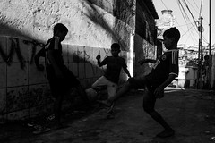 Dividida (Insta @7_dede / @seorientasp) Tags: fotografia photographer photo picture pacaembu photography streetphotography street rua fotografiaderua palmeiras corinthians sãopaulofc santps flamengo soccer football favela sãopaulo spcity splove travel traveler trip traveling