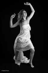 Serena giugno 2019 (Fabrizio Pisoni) Tags: serena ritratto ritratti portrait biancoenero sfondonero lucecontinua blackandwhite girl ragazza woman donna fineart