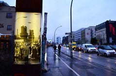 the old and the new (Lívia.Monteiro) Tags: east side gallery berlim berlin germany alemanha world war street urban photography photo fotografia foto galeria cold guerra mundial urbano old new