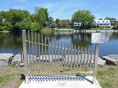 Fern's Musical Fence along the Mississippi River in Almonte, Ontario (Ullysses) Tags: fernmartin fernsmusicalfence branjemetalworks georgeyaremchuk fence musicalinstrument cloture almonte ontario canada spring printemps mississippimills mississippiriver oldtownhall volunteer volunteering