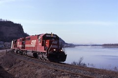 Along the River (ujka4) Tags: sooline soo sd402 759 lansing iowa ia mississippiriver