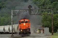 WNYP 643 in Emporium, Pennsylvania on June 10, 2019. (soo6000) Tags: c628 alco wnyp 643 wnyp643 prrpositionlightsignal prrsignalbridge emporium pennsylvania sandtrain sand fracsand buffaloline ol1 freight manifest train railroad regionalrailroad