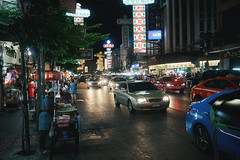 (a└3 X) Tags: street alexfenzl color farbe streetphoto streetphotography 3x city citylife urban buildings a└3x availablelight wow thailand thailandstreet bangkok