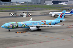 China Eastern Airlines | Airbus A330-300 | B-5976 | Disney Toy Story livery | Tokyo Haneda (Dennis HKG) Tags: aircraft airplane airport plane planespotting skyteam canon 7d 24105 tokyo haneda rjtt hnd chinaeastern chinaeasternairlines ces mu airbus a330 a330300 airbusa330 airbusa330300 b5976 toystory disney disneyland
