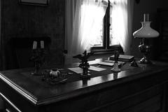 Żarnowiec Writing desk IMG_2099.jpg b.jpg bw (david.neville2776) Tags: żarnowiec krosno podkarpackie museum maria konopnicka residence writing desk window lamp bw