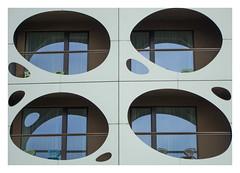 Interessante Fassadengestaltung (eulenbilder) Tags: hotel fassade klagenfurt schatten fenster oval