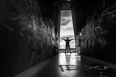 TEXAS (Black&Light Streetphotographie) Tags: mono monochrome menschen menschenbilder leute lichtundschatten lightandshadows landscape landschaft people portrait peoples portraits urban tiefenschärfe wow dof deepoffield fullframe friends gesicht blackandwhite bw blackwhite bokeh bokehlicious blur blurring gegenlicht self selbstportrait selfie selfportrait selbstbildnis sony streetshots streetshooting streets schwarzweis streetphotographie sw sonya7rii availablelight