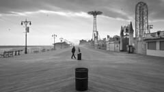 NYC 2016_447a (c a r a p i e s) Tags: carapies cityscapes 2016 america usa eeuu newyork newyorkcity coneyisland nikond700 bw blackwhite blancoynegro urban fotografiaurbana urbanphotography urbanidad urbvanidad urbvanity urbanphoto streetphoto streetphotography streetlife architecture arquitectura