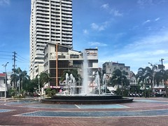 Remedios Circle (joelCgarcia) Tags: waterfountain iphone6s malatemanila remedioscircle streetphotography mobilephotography