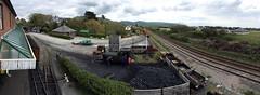 Dwy reilffordd - Tywyn (Rhisiart Hincks) Tags: station wales landscape cymru railway gwynedd tywyn gorsaf tirlun cambriancoast rheilfforddtalyllyn leinycambrian panorama workers steamengine gweithwyr injanstêm coal glo gual ikatz micherourien glaou marc'hdu kembre anbhreatainbheag a'chuimrigh inneallgaile