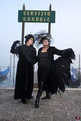 QUINTESSENZA VENEZIANA 2019 832 (aittouarsalain) Tags: venise venezia carnevale carnaval costume mask chapeau masque gondole gondola