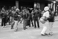New York (Sabaté Photography) Tags: streetphotography newyork tourists streetartist blackandwhite