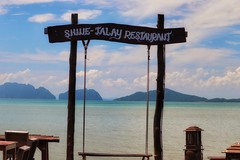 Lunch time (leewoods106) Tags: kohlanta oldtown kohlantaoldtown pier view green blue swing island islands sky bluesky andamansea andaman indianocean ocean journey traveling travel mustseeplaces incredibleplaces beautifulseascapes thailand asia southeastasia east fareast clouds cloudy cloud