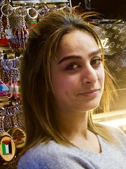 Venedora guapa i somrient, ja no estàs seriosa, Medina Mameluca de Sidó o Saida, Líban. (heraldeixample) Tags: libanesa lebanesegirl heraldeixample líban líbano lebanon sidó sidón sidon saida noia girl chica fille menina mädchen merch cailín ragazza pige девушка fată 女の子 jente 女孩 κορίτσι dona woman mujer frau femme albertdelahoz ngc