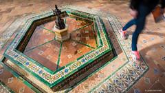 Walking between fountains... (cedant1) Tags: realalcazarsevilla real alcazar sevilla séville andalousia andalousie spain espagne españa monument city citytrip palais palace nikon nikond750 afs1635f4 uwa water