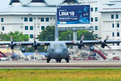Lockheed C-130H Hercules at Langkawi Airport (phuong.sg@gmail.com) Tags: aeronautical airlift c130 combat defence force four lockheed propellers war aeroplane aerospace air airborne aircraft airforce airplane airport armed army aviation blue cargo defense delivery engines flight fly forces freight heavy hercules jet landing langkawi lift lima logistics military plane royal transportation weapon