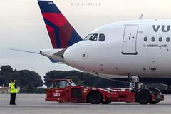 Airbus A319-112 EC-MKX Vueling (msd_aviation) Tags: airbus a319 vueling airlines airport lebl barcelona bcn barcelonaelprat joseptarradellas pushback flightdispatcher