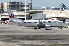 Japan Airlines - Boeing 737-846(WL) / JA303J @ Manila (Miguel Cenon) Tags: jal jal737 jal738 japan japanairlines rpll boeing boeing737 boeing738 b737 b738 airplanespotting airplane apegroup appgroup airport aircraft aviation planespotting ppsg philippines plane manila nikon naia narrowbody d3300 wings wing window wheel winglet twinengine ja303j
