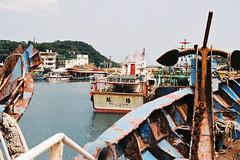 CNV000022 (雅布 重) Tags: nikon f100 nikkor 50mm f14d film taiwan 2018 street keelung fujifilm sp400 業務用400 正濱漁港