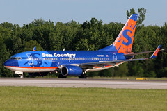 N716SY Sun Country 737-7Q8W at KCLE (GeorgeM757) Tags: n716sy dabbv suncountry 7377q8w 737 aircraft aviation airplane airport boeing kcle clevelandhopkins georgem757 canon70d