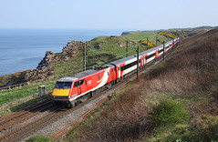 91113 Lamberton 21/4/19 (Ram 69) Tags: 91113 class91 lner londonnortheasternrailway 1s17 coast gorse