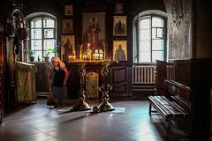 Russian orthodox church (Rien van Voorst) Tags: streetphotography straatfotografie strasenfotografie fotografíacallejera photographiederue fotografiadistrada city urban highcontrast color chuch kirche kerk ukraïn kiev kaarsen candles kerzen