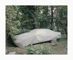 Cologne, 2019 (Darius Urbanek) Tags: 120 6x7 kodak mamiya7 portra400 analog color film mediumformat köln cologne covered car
