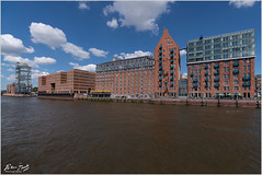 Hafen City Waterfront from Boat (Peter Heuts) Tags: hamburg germany duitsland allemagne deutschland peterheuts peter heuts sony a99ii sonya99ii sonya99mark2 carlzeiss fullframe sal1635z architecture design architectuur architektur peterheutsphotography colours kleuren farben couleurs colors