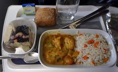 Lufthansa Inflight Meal (SomePhotosTakenByMe) Tags: chicken hühnchen curry rice reis cake kuchen inflightmeal flugzeugessen meal mahlzeit essen food lebensmittel brötchen roll flight flug indoor