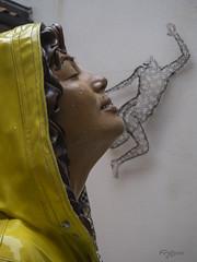 """""""Respirando Felicidad"""". (""""Breathing Happiness"""") (Capuchinox) Tags: arte art escultura esculpture belair galeria gallery fineart venecia amarillo yellow cara face mujer woman felicidad happiness venice olympus"""