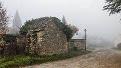 Brouillard en Bourgogne (Lucille-bs) Tags: europe france bourgognefranchecomté bourgogne côtedor fixey brouillard rue clocher maison lampadaire