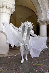 QUINTESSENZA VENEZIANA 2019 835 (aittouarsalain) Tags: venise venezia carnevale carnaval masque mask costume dragon