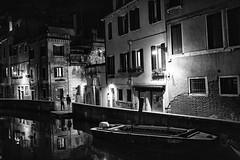 Balade en famille (Stephane Rio 56) Tags: printemps venise ville europe italie italy life rue street town venice vie spring nuit nb blackdiamond